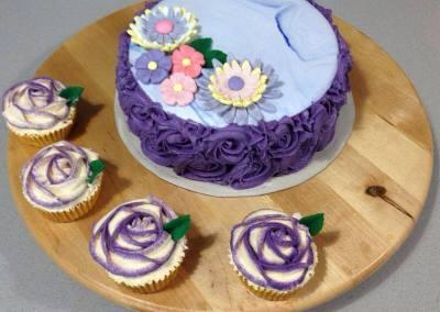 Tarta Lila y Cupcakes a Juego